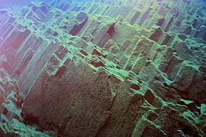 湖底の柱状節理