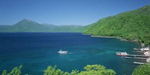 桟橋と観光船