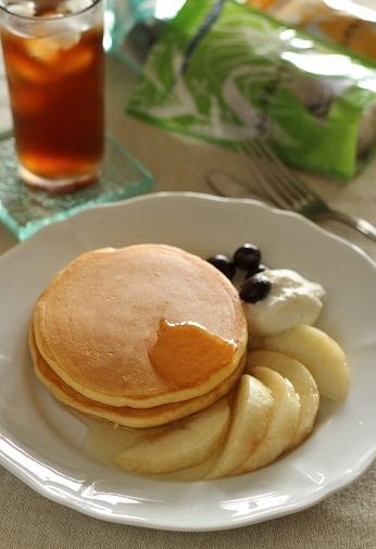 桃のパンケーキとレモングラスのハトムギ茶
