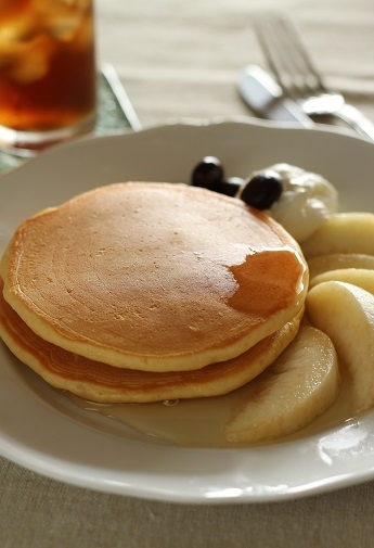 桃のパンケーキとレモングラスのハトムギ茶2