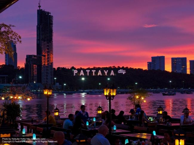 パタヤの絶景(夕焼け空と海)
