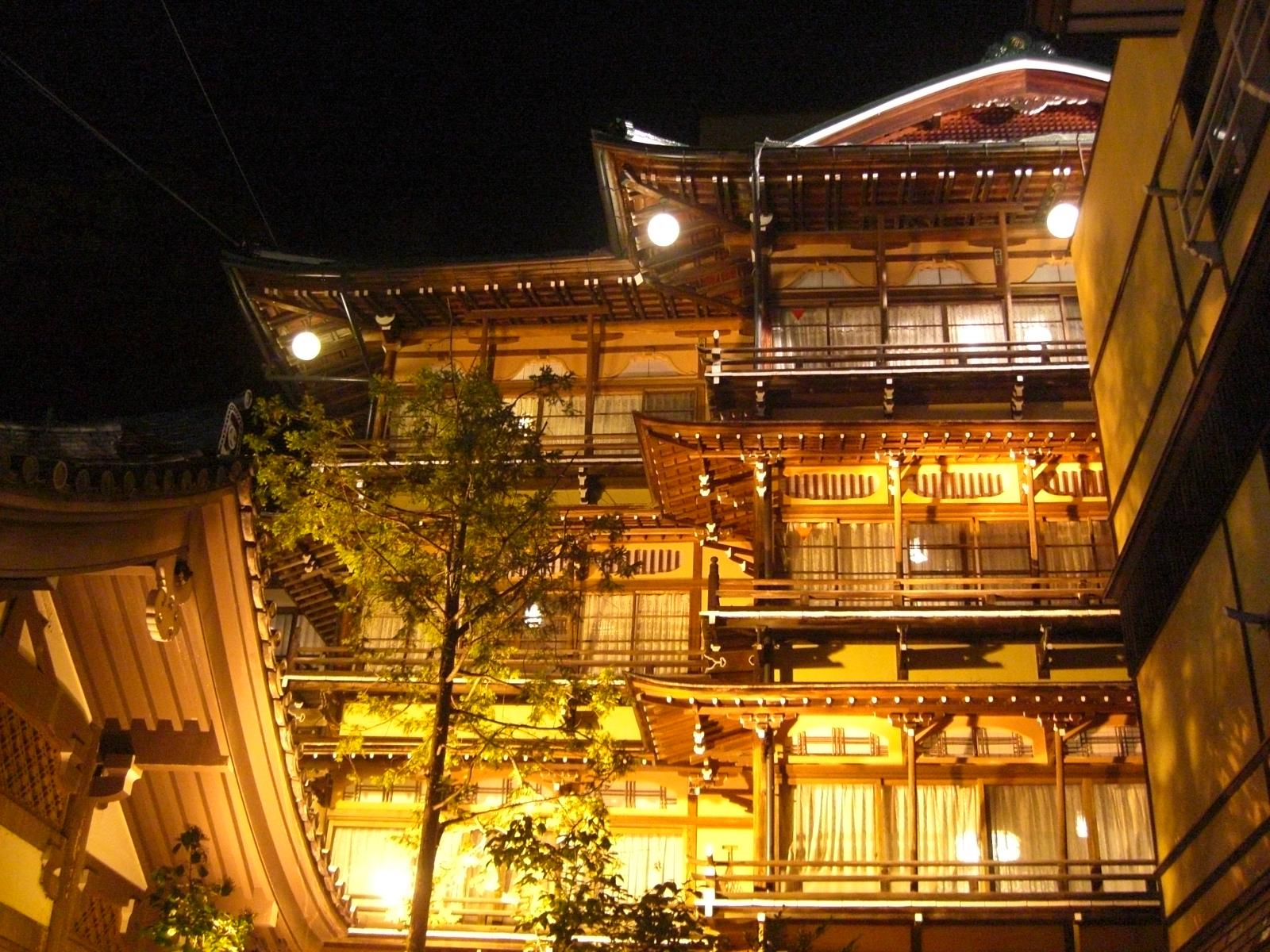 夜の渋温泉8金具屋
