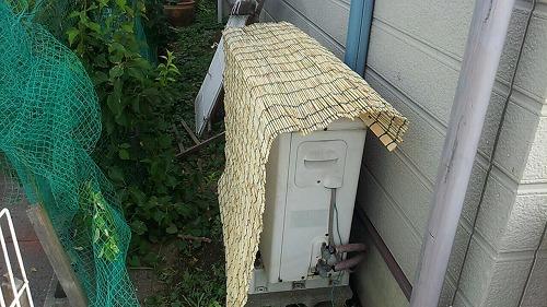 エアコン室外機に日除け 1
