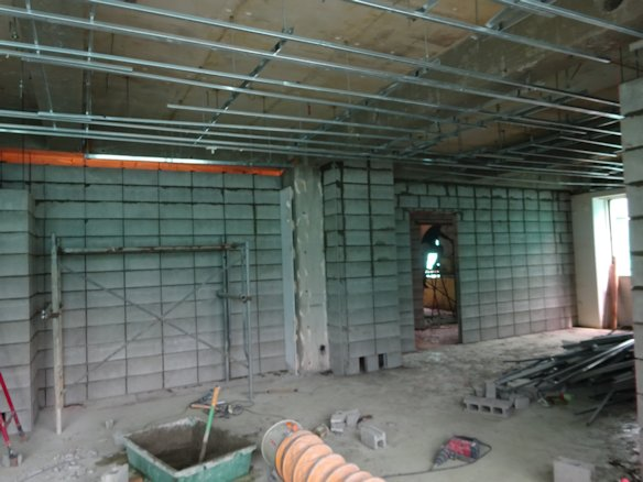 某アパート改修~3階間仕切りCB積み中