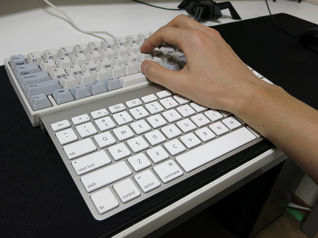 AppleWirelessKeyboard_Palmrest_05.jpg