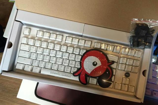 Ducky2087S2_EDG_03.jpg