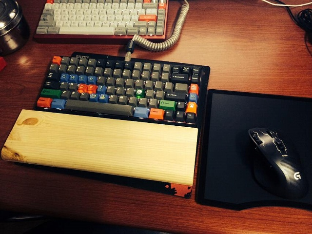 Mechanical_Keyboard_Palmrest3_32.jpg