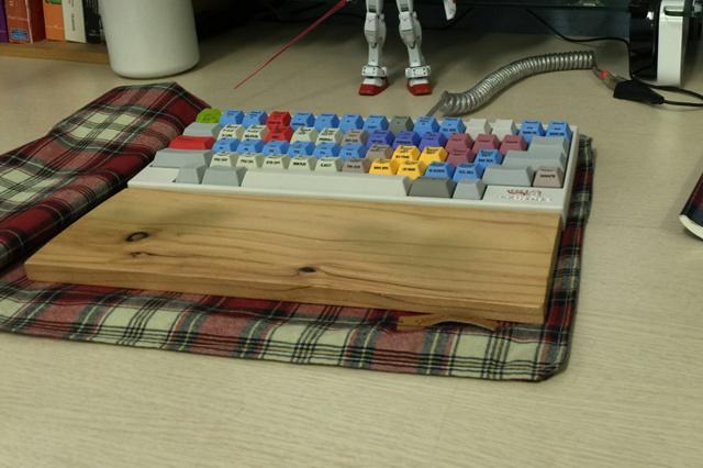 Mechanical_Keyboard_Palmrest3_71b.jpg