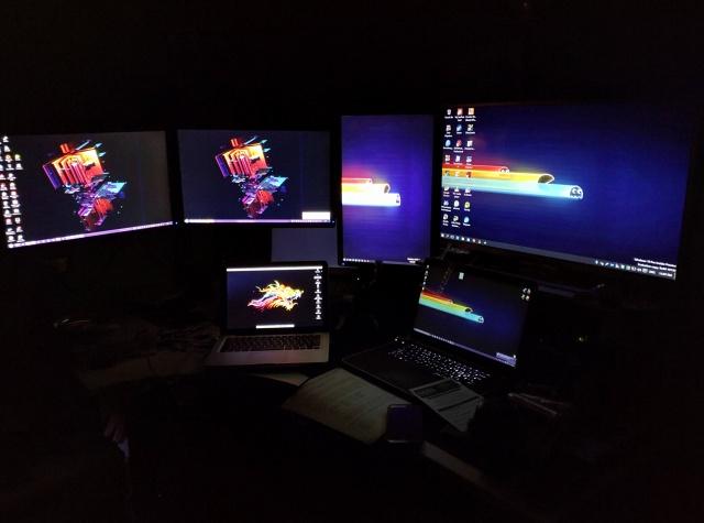 PCdesk_MultiDisplay50_25.jpg