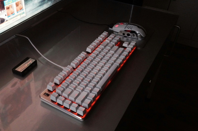White_Keyboard-Mouse_01.jpg