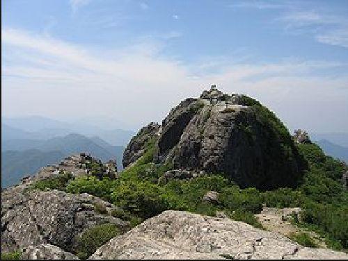 いまだ仏教儀式がとり行われている伽耶山